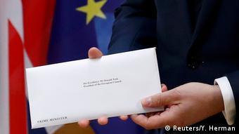 Η επιστολή με το επίσημο αίτημα αποχώρησης της Μ. Βρετανίας από την ΕΕ στα χέρια του Ντόναλντ Τουσκ