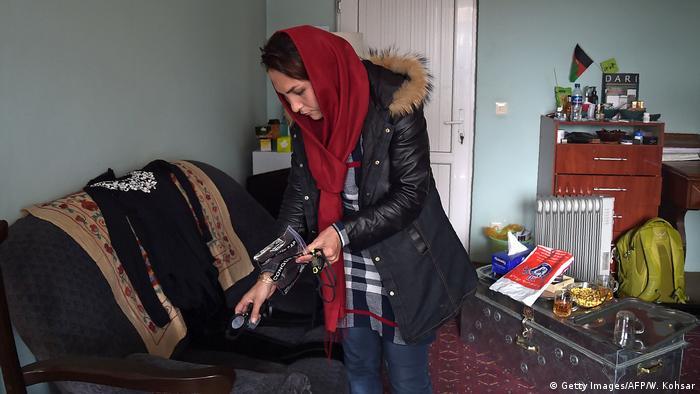 Afghanistan Schwimmerin Elena Saboori (Getty Images/AFP/W. Kohsar)