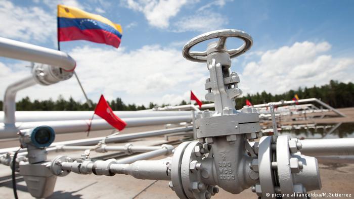 Ölfeld in Morichal. Der Preisverfall des Rohstoffs setzt Venezuela massiv zu.