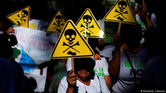 El Salvador Protest gegen Bergbau in San Salvador (Reuters/J. Cabezas)