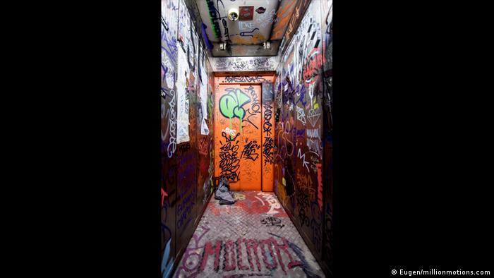 Elevator in The Haus in Berlin (Eugen/millionmotions.com)