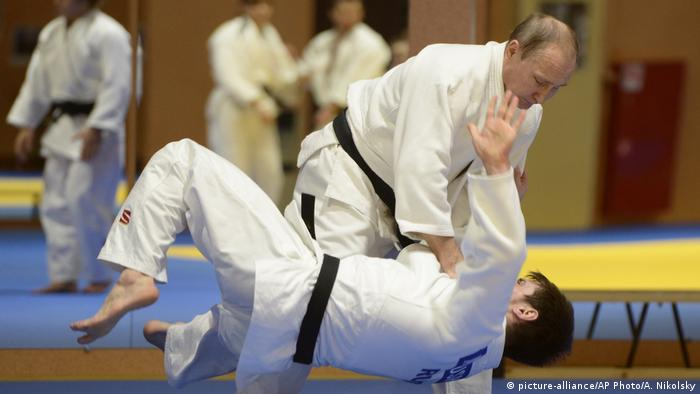 Wladimir Putin beim Judo (picture-alliance/AP Photo/A. Nikolsky)