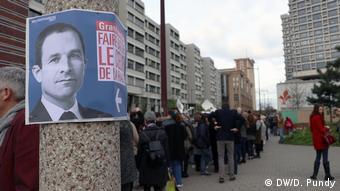 Αφίσα του Μπενουά Αμόν σε κεντρικό δρόμο εργατικής συνοικίας της Λιλ