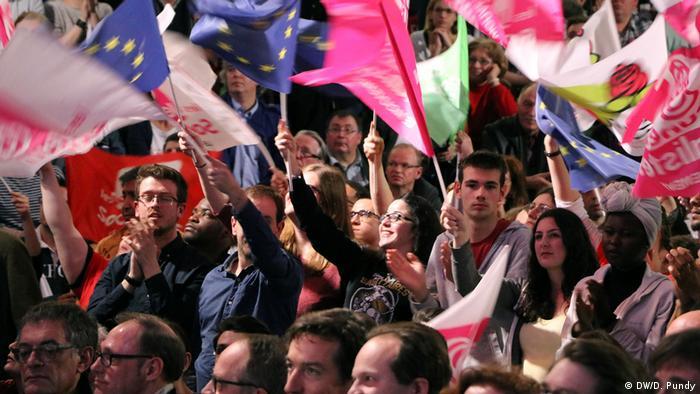 Frankreich Die Linke vor der Wahl | Menge (DW/D. Pundy)