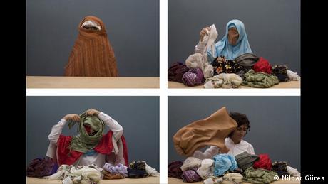 Οι μουσουλμάνες που καλύπτουν το πρόσωπό τους δεν είναι έρμαια της θρησκευτικής τους πίστης, ισχυρίζεται η καλλιτέχνιδα Νίλμπαρ Γκίρες. Το βίντεό της «Soyunma/Βγάζοντας τη μπούρκα» (2006) δείχνει καρέ καρέ την ίδια να αφαιρεί την μπούρκα από το κεφάλι της, ενώ μουρμουρίζει τα ονόματα των γυναικών της οικογένειάς της.