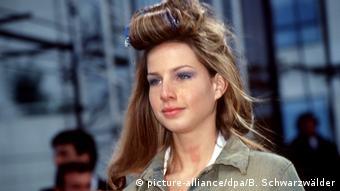 Манекенщица Иванка Трамп на показе мод в Париже в 1999 году