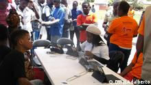 PIC 1 Titel: Angola ends electoral registration of citizens Was zu sehen ist: Citizens during voter registration Wann und wo: Huambo, Angola –Mach 2017 Copyright: José Adalberto – DW