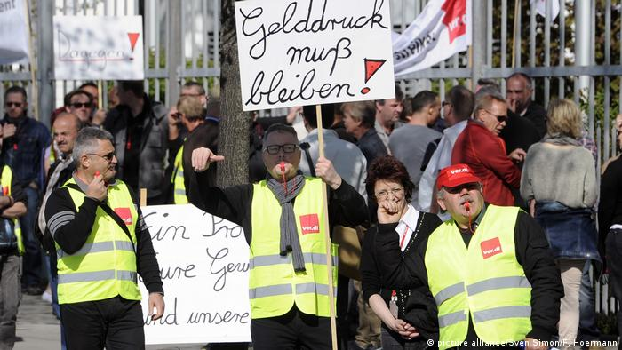 Giesecke und Devrient | Protest against job cuts (picture alliance/Sven Simon/F. Hoermann)