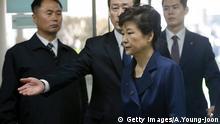Park Geun Hye bei Gericht, das nach ihrer Befragung die Haft anordnete