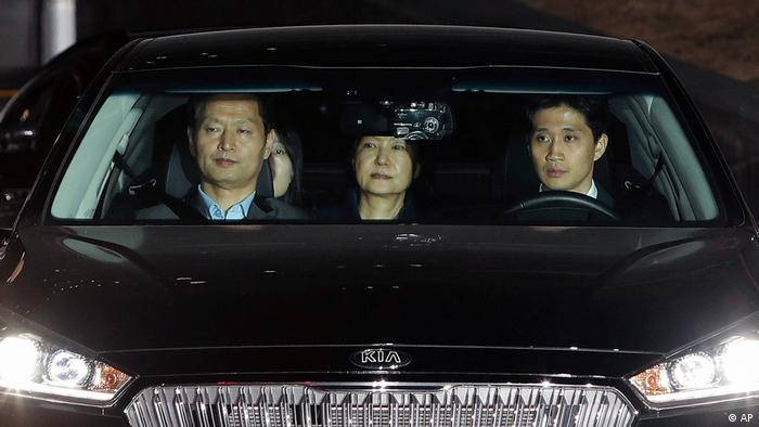 Südkorea | Ex-Präsidentin Park muss in Haft (AP)