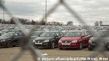 27.03.2017 Mehrere tausend gebrauchte Diesel-Fahrzeuge des deutschen Herstellers Volkswagen stehen am 27.03.2017 auf dem bisher ungenutzten Parkplatz des Silverdom-Stadions in Pontiac, Michigan (USA). Die Fahrzeuge hatte VW im Rahmen des Abgas-Skandals zurückgekauft. Foto: Jim West/ZUMA Wire/dpa +++(c) dpa - Bildfunk+++ |