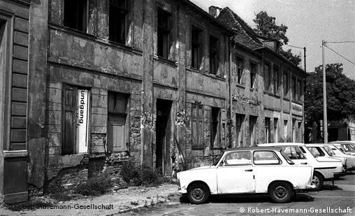 Run-down apartment buildings in Potsdam, 1987/1988