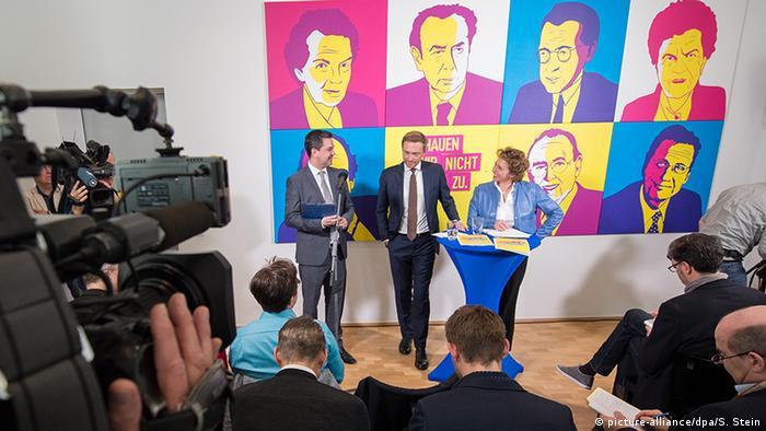Berlin FDP Programmentwurf Bundestagswahl 2017 | Lindner & Beer (picture-alliance/dpa/S. Stein)