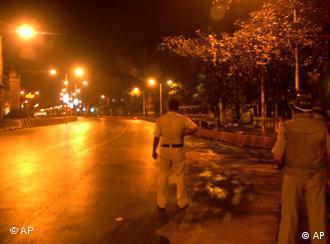 دکان مجاهدین، با ارسال چند ایمیل به رسانهها، مسئولیت اقدامات تروریستی در هند را برعهده گرفته است