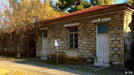 Ένα μεγάλο μέρος των εκδηλώσεων της documenta διεξάγεται στο Πάρκο Ελευθερίας, το οποίο κατά την περίοδο της χούντας ήταν τόπος βασανιστηρίων. Δεκάδες χιλιάδες πολίτες, κυρίως από τον χώρο της Αριστεράς, φυλακίστηκαν εδώ. Η ελληνική documenta συμπίπτει με τη συμπλήρωση 50 χρόνων από την εγκαθίδρυση της δικτατορίας των συνταγματαρχών.