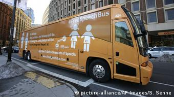 USA Anti-Transgender Bus in Boston (picture-alliance/AP Images/S. Senne)