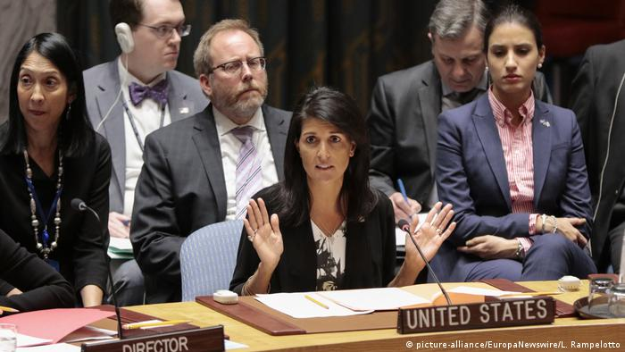 USA Nikki Haley im UN-Sicherheitsrat (picture-alliance/EuropaNewswire/L. Rampelotto)