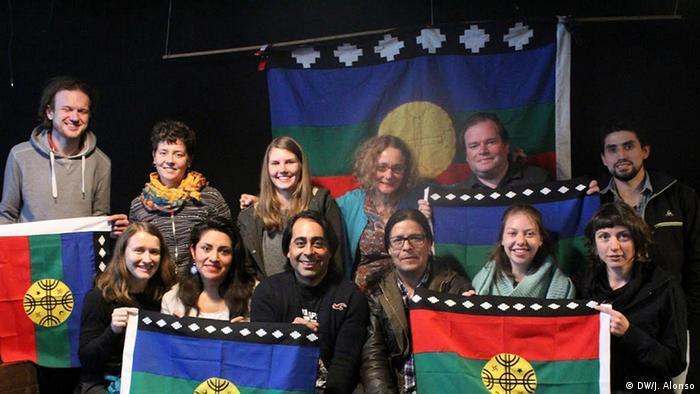 Gruppe der Mapuche, Gespräch Teilnehmer (DW/J. Alonso)