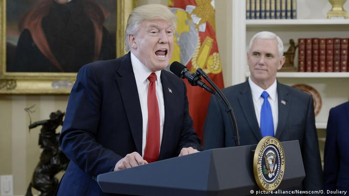 USA Washington - Präsident Trump und Mike Pence (picture-alliance/Newscom/O. Douliery)