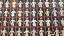 Kunstpalast Düsseldorf - Ausstellnug Cranach: Meister - Marke - Moderne: Chinesische Kopien der Lucrezia von Cranach als Wandtapete in der Ausstellung
