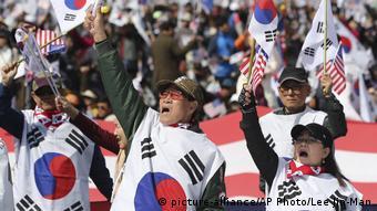 Südkorea Seoul Demonstration für die ehemalige Präsidentin Park Geun Hye (picture-alliance/AP Photo/Lee Jin-Man)