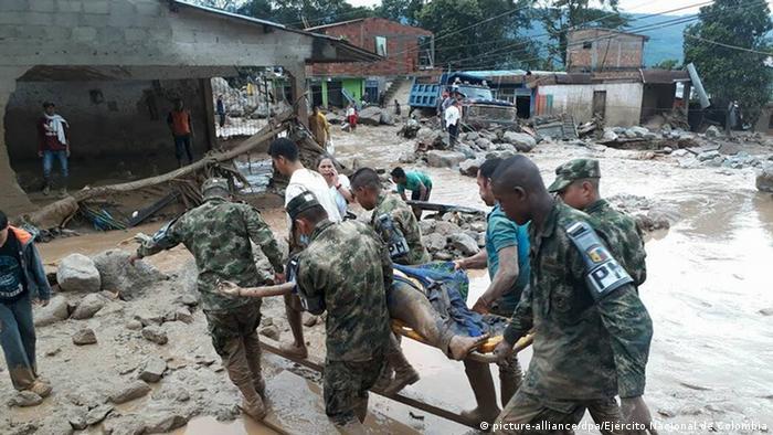 Kolumbien | Mehr als 90 Tote bei Überschwemmungen in Kolumbien (picture-alliance/dpa/Ejército Nacional de Colombia)
