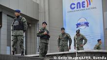 Ecuador Quito Armee vor Wahlkommission