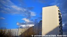 Plattenbauten am 23.02.2016 in Berlin in Marzahn. Foto: Britta Pedersen/dpa | Verwendung weltweit