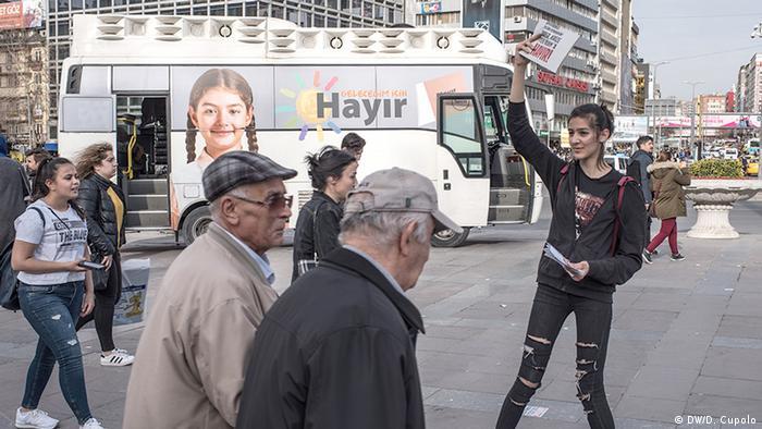 Türkei vor dem Referendum Hayir Unterstützer in Ankara (DW/D. Cupolo)