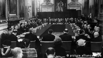 Υπογραφή της Συμφωνίας του Λονδίνου, το 1953, όπου αποφασίστηκε δραστικό κούρεμα του γερμανικού χρέους