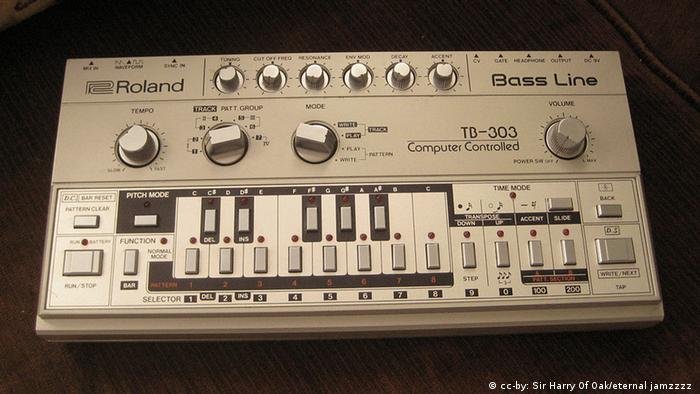 Roland TB-303 (cc-by: Sir Harry Of Oak/eternal jamzzzz )