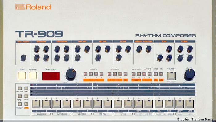 Roland TR-909 (cc-by: Brandon Daniel)