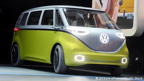 VW I.D. Buzz (picture-alliance/dpa/U. Deck)
