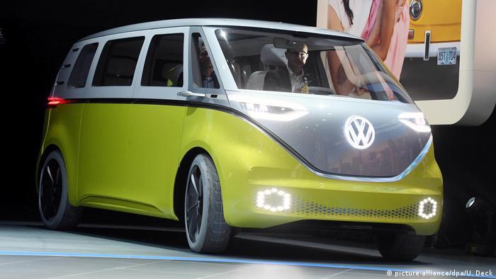 VW I.D. Buzz (picture-alliance/dpa/U. Deck)