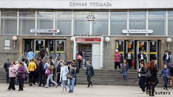 Перед станцией метро Сенная площадь в Санкт-Петербурге