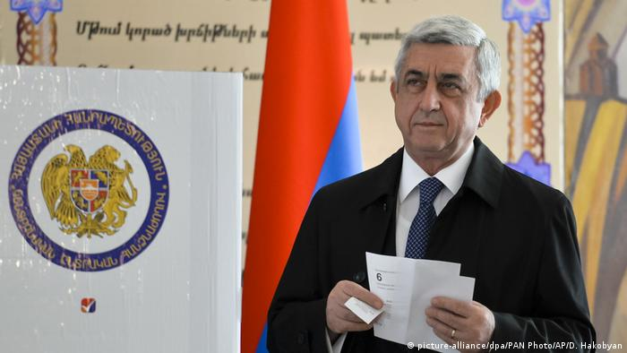 Parlamentswahl in Armenien Sersch Sargsjan Präsident (picture-alliance/dpa/PAN Photo/AP/D. Hakobyan)