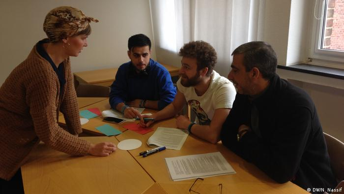 Refugee volunteers help each other to integrate better