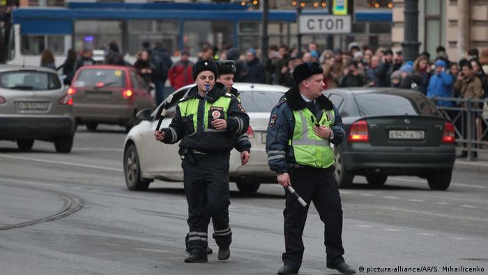 Russland Explosion Metro in Sankt Petersburg (picture-alliance/AA/S. Mihailicenko)
