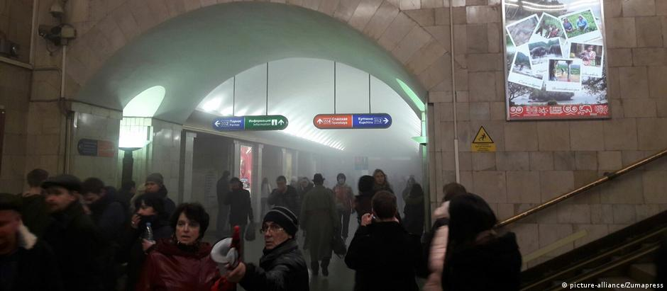 Estação de metrô em São Petersburgo momentos após explosão
