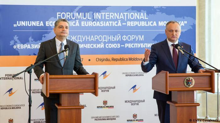 Igor Dodon și Tigran Sarkisyan la Forumul internațional de la Chișinău