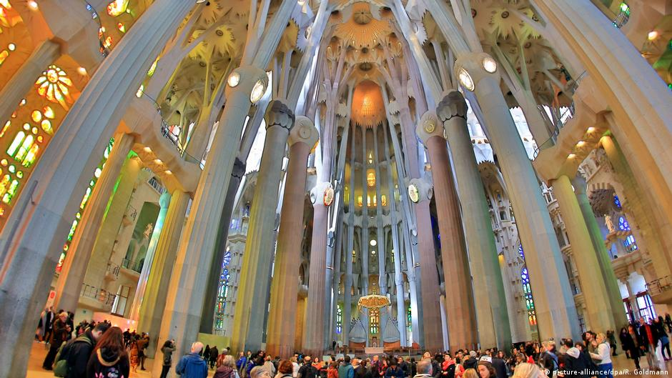 Barcelona S La Sagrada Familia Gets Building Permit After 137 Years News Dw 08 06 2019