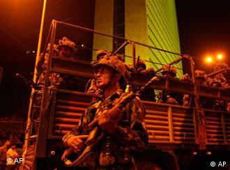 মুম্বাইয়ে নিরাপত্তা বাহিনীর সতর্ক অবস্থান