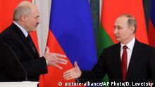 Russland Wladimir Putin und Alexander Lukaschenko St. Petersburg