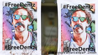 Deutschland #FreeDeniz-Plakate in Berlin (picture-alliance/dpa/P. Zinken)