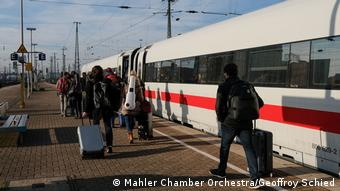 Mahler Chamber Orchestra musicians boarding a train (Mahler Chamber Orchestra/Geoffroy Schied)