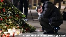 Russland Blumen und Kerzen am Anschlagsort in St. Petersburg