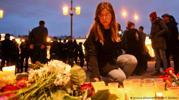 Akbarzhon Dzhalílov, ciudadano ruso de origen kirguís, es el autor del atentado terrorista perpetrado este 3 de abril de 2017 contra el metro de San Petersburgo, en el que murieron 14 personas, confirmaron las autoridades rusas. Dzhalílov, de 22 años, fue también el que colocó un segundo artefacto explosivo en otra estación del metro, que fue desactivado por la Policía.