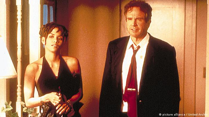 Filmstill: Bulworth mit Warren Beatty und Halle Berry (Foto: picture alliance / United Archiv)
