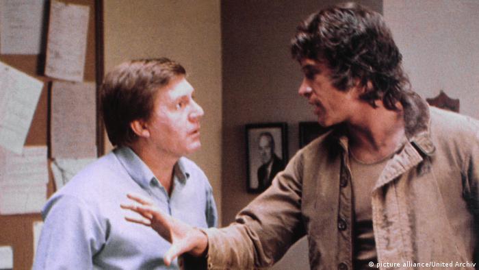Триллер Заговор Параллакс (1974) с Уорреном Битти (справа)