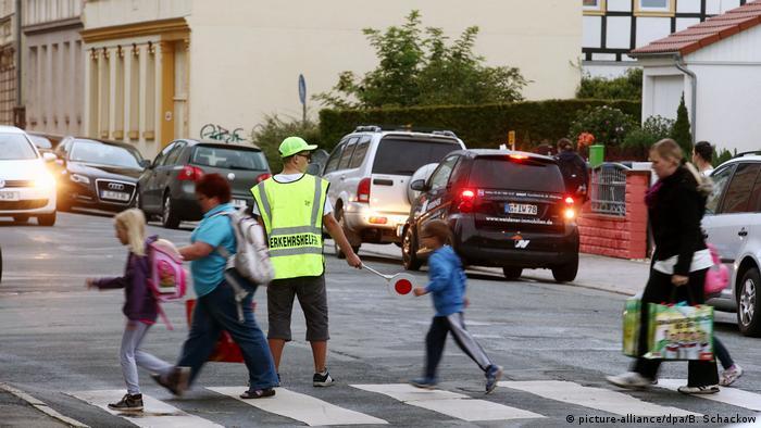 Першокласників у Німеччині навчають правилам дорожнього руху